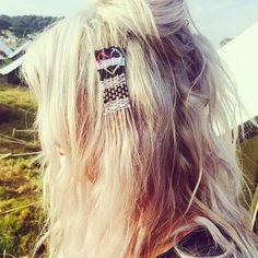 Les tapisseries pour cheveux envahissent les festivals de musique