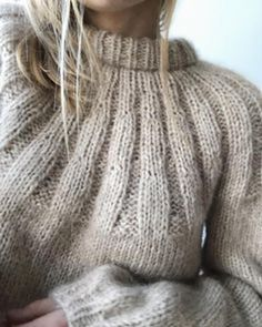 Beginner Knitting Projects, Knitting For Beginners, Jumper Knitting Pattern, Hand Knitting, Stitch Fit, How To Purl Knit, Mohair Sweater, Knit Fashion, Knitting Designs