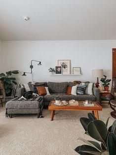 Mid-century living space Mid Century Modern Living Room, Eclectic Living Room, Living Room Grey, Living Room Sets, Living Room Modern, Living Room Decor, Living Spaces, Living Room Sectional, Sectional Sofas