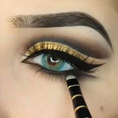 Makeup Looks Discover Gold Eye MakeUp Tutorial Gold Eye MakeUp Tutorial Yellow Eye Makeup, Gold Eye Makeup, Eye Makeup Steps, Eye Makeup Art, Colorful Eye Makeup, Eyebrow Makeup, Arabic Makeup, Gold And Brown Eye Makeup, Black And Gold Eyeshadow