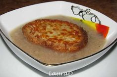 Supa frantuzeasca de ceapa French Onion, French Toast, Gazpacho, Onion Soup, Supe, Breakfast, Food, Red Peppers, Onion Soup Meatloaf