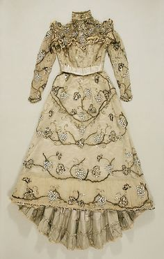 Evening dress by Jacques Doucet Date: Culture: French Medium: silk, beads Accession Number: The Metropolitan Museum of Art 1890s Fashion, Edwardian Fashion, Vintage Fashion, Edwardian Era, Vintage Gowns, Mode Vintage, Vintage Outfits, Victorian Dresses, Retro Mode