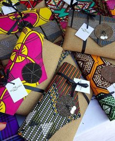 Diy clutch African Textiles, African Fabric, Sewing Ruffles, Couture Cuir, African Shop, African Crafts, Ethno Style, African Accessories, Diy Clutch