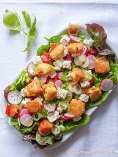 Dés de panisses en mesclun ... pour une salade ensoleillée ! Bruschetta, Potato Salad, Ethnic Recipes, Food, Drizzle Cake, Tomatoes, Recipe, Dish, Essen