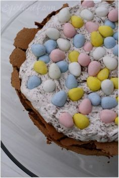 Start Here to plan your Easter Menu. Appetizers, Side Dishes, Easter Sunday Desserts and leftover ham recipes to use up all that extra ham. Chocolate Easter Cake, No Bake Chocolate Desserts, No Bake Desserts, Sugar Eggs For Easter, Easter Egg Cake, Easter Food, Easter Recipes, Holiday Recipes, Easter Ideas