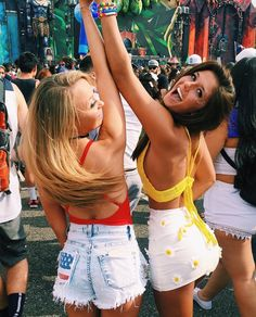 New Music Festival Friends Bffs 53 Ideas Best Friend Pictures, Bff Pictures, Cute Photos, Bff Pics, Festival Outfits, Festival Fashion, Festival Friends, Friend Poses, Friends Instagram