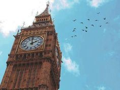 There's always time to see Big Ben when docked in London! Places To Travel, Places To See, Places Ive Been, Vacation Places, Vacation Destinations, Rio Tamesis, A Darker Shade Of Magic, Big Ben London, Wanderlust