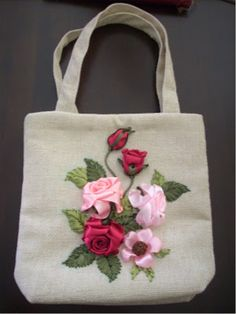 Best 12 Rose Embroidery on Shoping Bag – SkillOfKing. Embroidery Bags, Learn Embroidery, Silk Ribbon Embroidery, Embroidery Stitches, Embroidery Patterns, Embroidery Supplies, Shoping Bag, Band Kunst, Jute Bags