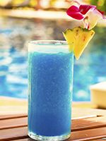 24 Really Popular Blue-colored Cocktails That Will Mesmerize You - Tastessence Non Alcoholic Cocktails, Blue Cocktails, Fruit Drinks, Fruit Juice, Blue Raspberry Lemonade, Slurpee, Cocktail Recipes, Smoothies, Popular