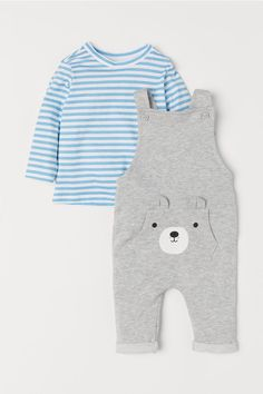 Set with bib overalls and a long-sleeved shirt in soft cotton. Bib overalls in lightweight sweatshirt fabric. Adjustable suspenders with fastening at front. Little Boy Fashion, Baby Boy Fashion, Kids Fashion, Babies Fashion, Toddler Outfits, Baby Boy Outfits, Kids Outfits, Newborn Outfits, Stylish Boys
