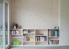 Nice inbuilt wooden bookshelf. Holzkristal house by Hurst Song Architekten