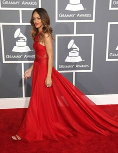 Rihanna arrives to the Grammy Awards Find Your Match, Prom Dresses, Formal Dresses, Rihanna, Awards, Fashion, Dresses For Formal, Moda, La Mode