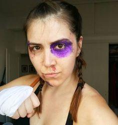 Se tudo o que você tem é glitter, você tem tudo. Até uma fantasia de boxeadora. | 17 fantasias criativas e de última hora para você fazer com o que tem em casa
