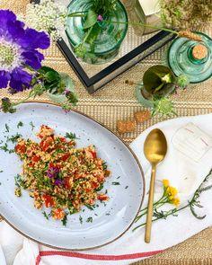 #vorspeise #couscous #nobake #taboule #salad #maindish #starter #kulinarik #rezeptideen #soulfood #guteküche #hausmannskost #einfacherezepte #esskultur #kochrezepte #kochen #kochenmachtspaß #diykitchen #speisen #speisundtrank #rezeptezumnachmachen #cooking #schnelleküche #schnellerezepte #blitzrezepte #spezielleernährung #weltküche #zubereitungsart #vegan #veganfood #veganeküche #veganrecipe #veganerezepte #nomeat #vegetarian #vegetarianfood #vegetarianrecipe #vegetarisch #vegetarischeküche Kraut, Curry, Ethnic Recipes, Food, Vegetarian Cooking, Vegane Rezepte, Light Summer Meals, Fast Recipes, Chef Recipes