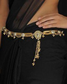 An Indian bridal sari belt I Love Jewelry, Ethnic Jewelry, Indian Jewelry, Jewelry Design, Stylish Jewelry, Silver Jewellery, Bridal Sari, Indian Bridal, Saree With Belt