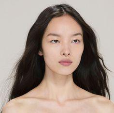 Fei Fei Sun at Hermes S/S 2016 Source by sandhsu Pretty People, Beautiful People, Beautiful Women, Short Grunge Hair, Asian Eye Makeup, Korean Makeup, Korean Skincare, Fashion Gone Rouge, Asian Eyes