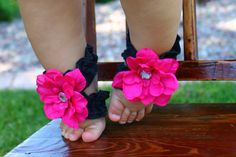What a darling way to dress up your baby's tiny toes!  Toe Blooms!