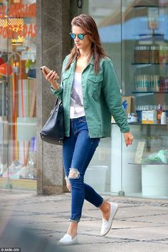 Alessandra Ambrosio once again put on a stylish off-duty look as she was seen out and about in Rio de Janeiro on Monday. Casual Chic Outfits, Casual Look, Alessandra Ambrosio, Rio Grande Do Sul, Fashion Models, Fashion Outfits, Net Fashion, Street Fashion, Trendy Fashion
