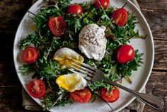 Baby Kale, Tomato, and Poached Egg Breakfast Salad