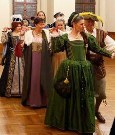 Renaissance Fashion, 16th Century, Snow White, Fabrics, Victorian, Costumes, Colors, Beautiful, Dresses