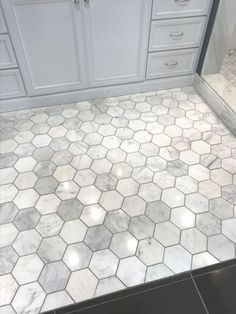 Beautiful Bathroom Tile Ideas for Bathroom Floor Tile - Bathroom Design - lmolnar - Best Design and Decoration You Need Small Bathroom Layout, Small Bathroom Tiles, Bathroom Flooring, Kitchen Flooring, Bathroom Ideas, Small Bathrooms, Master Bathrooms, Bathroom Mirrors, Bathroom Marble