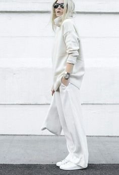 Figtny is a picture in all-white! We love this roll neck sweater and wide leg trousers combination. White Fashion, Look Fashion, Fashion Outfits, Woman Outfits, Sneakers Fashion, Fashion Ideas, White Casual, White Style, Nice Dresses