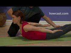 Posizione della locusta: un semplice esercizio per migliorare la tua postura e alleviare il tuo mal di schiena.