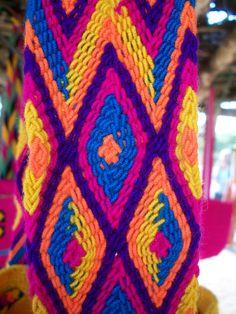 tejido wayuu Tapestry Crochet, Knit Crochet, Textiles, Paracord, Weaving, Braids, Blanket, Knitting, Pattern