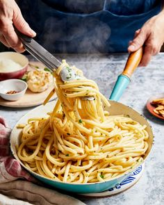 The Ultimate Garlic Pasta Bucatini Pasta, Garlic Chips, Roasted Garlic Cloves, Vegetarian Pasta Recipes, Easy Pasta Dishes, Garlic Pasta, Lovers, Stuffed Peppers, Food