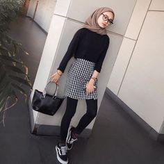 New style hijab casual simple ideas Modern Hijab Fashion, Street Hijab Fashion, Muslim Fashion, Ootd Fashion, Trendy Fashion, Fashion Outfits, Trendy Style, Womens Fashion, Travel Fashion