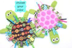 Yertle die Schildkröte braun-blau oder rosa von twigsandtweets