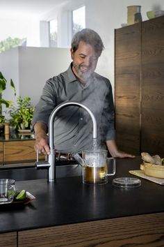 Boiling-water tap and mixing tap in one, with a flexible pull out hose for more reach and extra functionality. In the fresh design for which Quooker is known: a round spout in two finishes, chrome and stainless steel. Incorporated into your kitchen design and supplied by KCA.