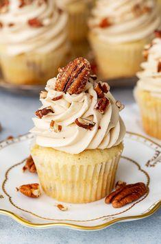 Pecan Pie Cupcakes   Thanksgiving Cupcake Recipe