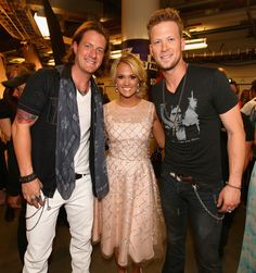Carrie Underwood Photos Photos - Backstage at the CMT Music Awards - Zimbio