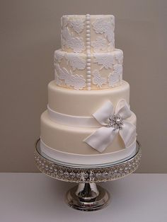 wedding dress button cake, I love a beautiful wedding cake with a vintage touch!
