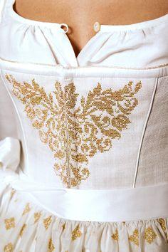 Fest :: Hochzeitsdirndl - Gössl @trachtenbibel folgen und die neuesten Dirndltrends entdecken Gold Fashion, White Fashion, European Fashion, Fashion Details, Womens Fashion, Fashion Design, Drindl Dress, Countryside Fashion, German Costume