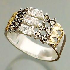 Anel de prata 925 com detalhes folheados a ouro 18k com zircônias e marcassitas.