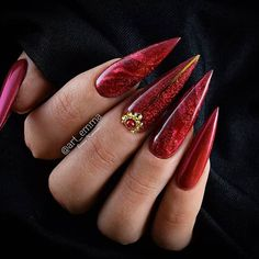 Best Stiletto Nails Designs, Ideas and Tips For You Red Stiletto Nails, Pointed Nails, Uv Gel Nails, Red Nails, Hair And Nails, Colored Acrylic Nails, Cute Acrylic Nails, Red Nail Designs, Acrylic Nail Designs