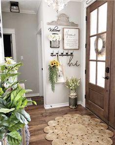 Entryway Wall Decor, Apartment Entryway, Entryway Furniture, Hallway Decorating, Furniture Ideas, Furniture Storage, Front Entry Decor, Small Wall Decor, Door Entry