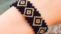 two-color easy-to-beads-bracelet-model-yapilisi - Seed Bead Jewelry Tutorials, Beaded Jewelry Patterns, Handmade Jewelry Designs, Beading Tutorials, Body Necklace, Jewelry Illustration, Jewelry Model, African Jewelry, Bead Jewellery