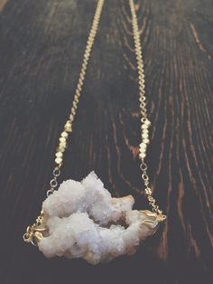 White Geode Druzy Necklace Raw Crystal Jewelry by GaudyintheRaw- Looks like a piece of cloud Raw Crystal Jewelry, Gems Jewelry, Cute Jewelry, Crystal Necklace, Boho Jewelry, Gemstone Jewelry, Jewelry Accessories, Jewelry Design, Fashion Jewelry