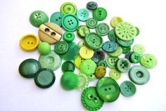 50 Green buttons antique and vintage plastic buttons by oritdotan