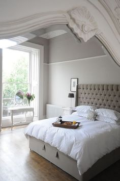 white linen!!!  Love the bed head - ensembles and mix it up with the bed head