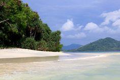 Auf Lombok finden Reisende die Ursprünglichkeit Indonesiens, die dem benachbarten Bali heute oft fehlt. Auf winzigen vorgelagerten Inselchen erfüllen sich sogar Karibikträume à la Robinson Crusoe.
