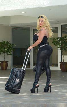 milf - cheekz - legginz - black heelz - got milk ? Sexy Older Women, Old Women, Lacey Wildd, Airport Attire, New Barbie Dolls, Super Mom, Supermodels, Cool Girl, Girls