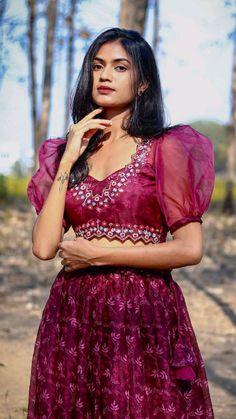 Party Wear Indian Dresses, Designer Party Wear Dresses, Indian Gowns Dresses, Indian Bridal Outfits, Indian Fashion Dresses, Dress Indian Style, Indian Designer Outfits, Stylish Blouse Design, Fancy Blouse Designs