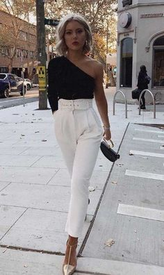 Schwarzes One-Shoulder-Longsleeve, weiße Hose mit hoher Taille, goldene Pumps. Datum n … – Source by The post Schwarzes One-Shoulder-Longsleeve, weiße Hose mit hoher Taille, goldene Pumps. … appeared first on Kunex. Casual Night Out Outfit, Girls Night Out Outfits, Cute Casual Outfits, Stylish Outfits, Classy Outfits For Teens, Outfit Night, Fashion For Teens, Ladies Night Outfit, Elegant Summer Outfits