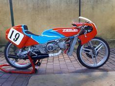 Racing Motorcycles, Motorcycle Bike, Vintage Moped, Custom Moped, Moped Scooter, Cafe Bike, Bike Design, Road Racing, Sport Bikes