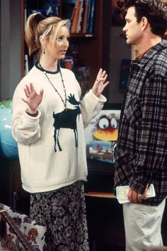"40 Kooky Phoebe Buffay Fashion Moments You Forgot You Were Obsessed With on ""Friends"" Phoebe Buffay, Rachel Green Outfits, Friends Phoebe, Friends Tv Show, Friends Trivia, Friends Series, Real Friends, Chandler Bing, Monica Rachel"