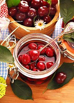 Višně v cukrovém nálevu